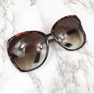 EUC Jessica Simpson Oversized Tortoise Sunglasses